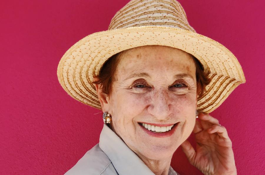 Mujer menopausia recuperada atrofia vaginal laser